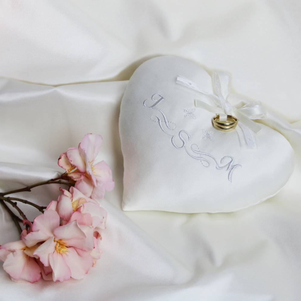 Ringkissen Herz Herzkissen personalisierbar Heiratsantrag Bild 1