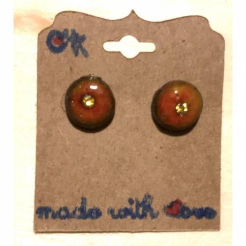Minimalistische runde Keramik-Ohrstecker, Orangerot glasiert mit Swarovski-Steinchen in Gelb