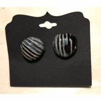 Schlicht edle Keramik-Ohrstecker in Muschelform, dunkelblau auf Schwarz glasiert Bild 1