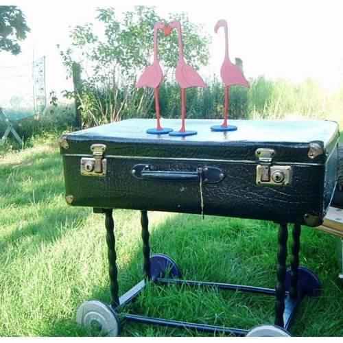 Beistelltisch auf Rollen aus Koffer und Puppenwagen Holzgestell *dreimal schwarzer Kater* Shabby Chic handarbeit von pimp-factory