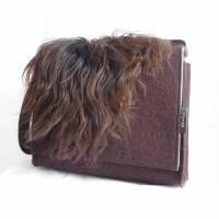 zottelige Filztasche, Umhängetasche aus Wollfilz und Schaffell, braun, Schultertasche, Herrentasche, handgemacht von Dieda! Bild 1