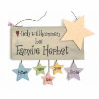 Unikat Türschild Familie aus Holz personalisiert mit Sternanhänger handbemalt, Wunschname Bild 1