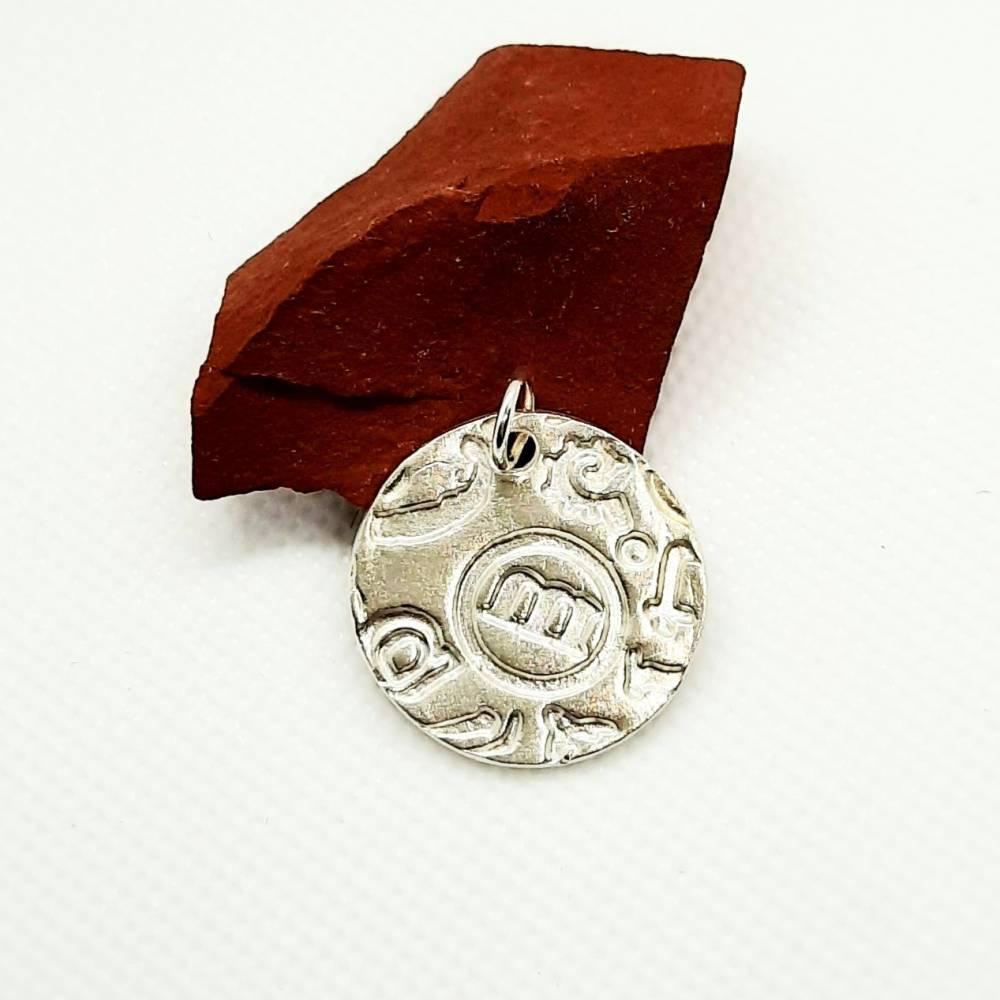 Silber-Anhänger mit tollem Muster aus 999 Silber, rund, Buchstaben Bild 1