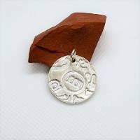 Silber-Anhänger mit tollem Muster aus 999 Silber, rund, Buchstaben Bild 2
