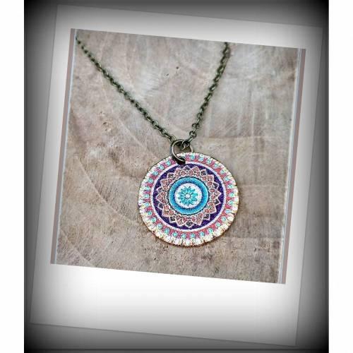 Herzerwärmend schönes buntes Mandala Plättchen an feiner antik bronzefarbener Gliederkette hängend