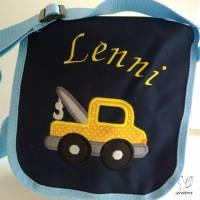 Kindergarten- / Kita-Tasche bestickt mit Abschlepp-Auto / Abschlepper +  Wunschname Bild 1