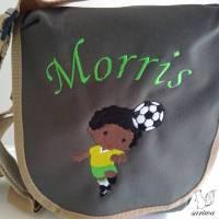 Kindergarten- / Kita-Tasche bestickt mit Fußball-Spieler +  Wunschname Bild 1