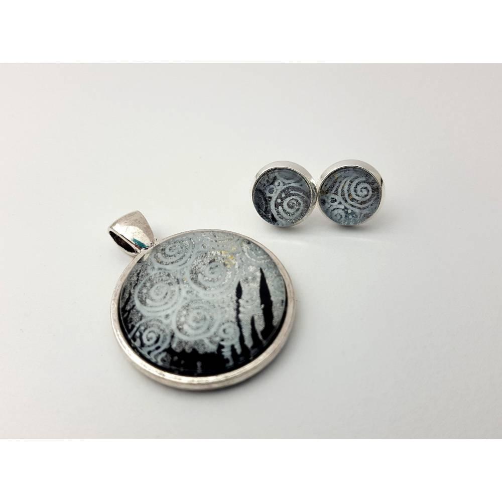 Schmuckset: Anhänger und Ohrstecker in Schwarz, Weiß und Silber mit Glanzeffekt, handgemalt, handgemacht, Unikat Bild 1