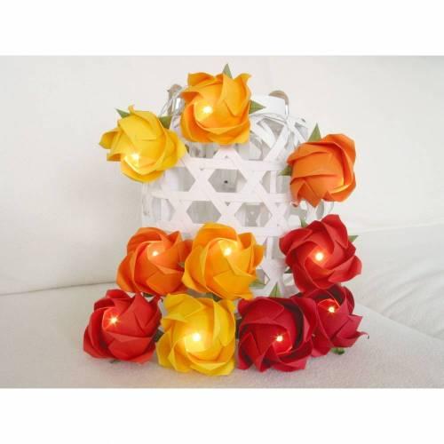 Lichterkette mit bunten Rosen als Geschenk oder Deko.