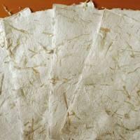 4 Bogen handgeschöpftes Papier, Faserpapier cremeweiß, ca. 30 cm x 42 cm, ca. 220 g/qm bis 240 g/qm Bild 3