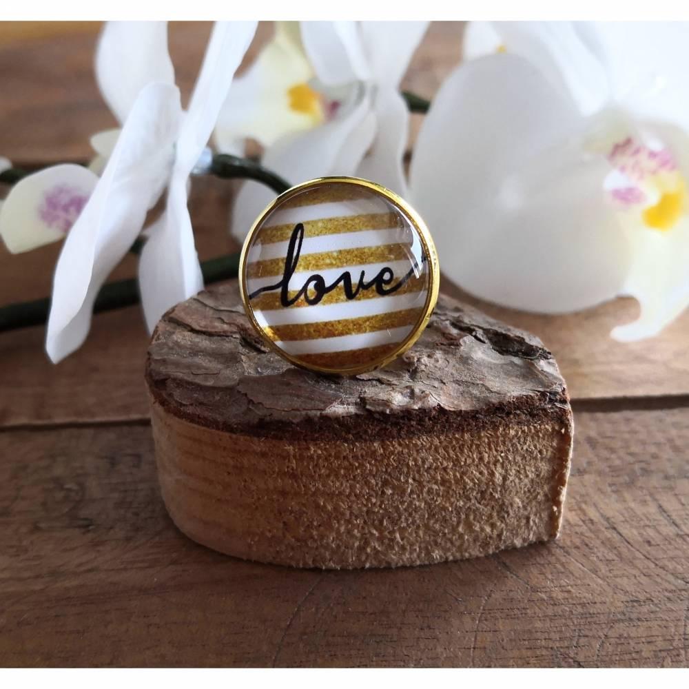 """Fingerring mit Schriftzug """"Love"""", Ring goldfarben mit Glas-Cabochon Bild 1"""
