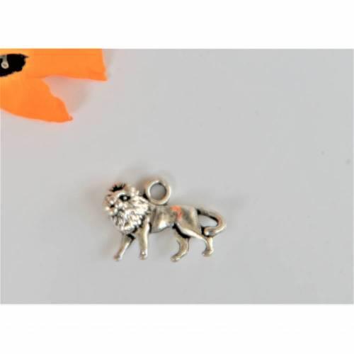 1 Löwe ca. 15 x 10 mm  silberfarben  Für  Charms, Ohrringe oder Ketten. Tiere Afrika