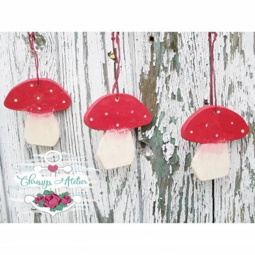 Drei Holzpilze / Deko-Pilze im Set zum Anhängen ~ Herbstdeko in Creme-Rot  ~Shabbydeko ~ Landhausdeko