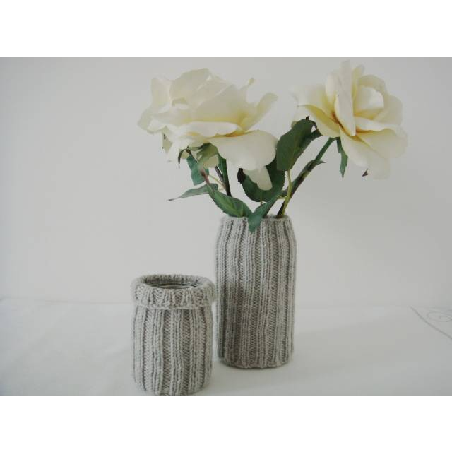 2 Vasen mit Strickhussen, Upcycling Bild 1