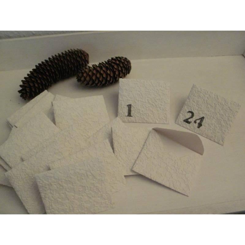 24 Mini - Umschläge ...  als Adventskalender ...  in Weiß ...  mit den Zahlen 1 - 24 beschriftet ... Bild 1