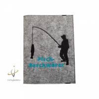 Angelpasshülle, Angelgedöns, Fischereischein, Angelpass Etui, Fangbuch, Angler, Am Angelhaken Namensbestickung Bild 1
