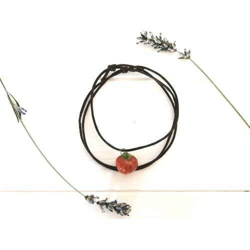 Halskette mit Kürbis-Anhänger aus Keramik, herbstlicher Schmuck