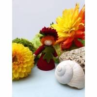 Blumenkind Aster | Herbstaster, Jahreszeitentisch Herbst, Filzpüppchen, Deko-Figur Bild 1