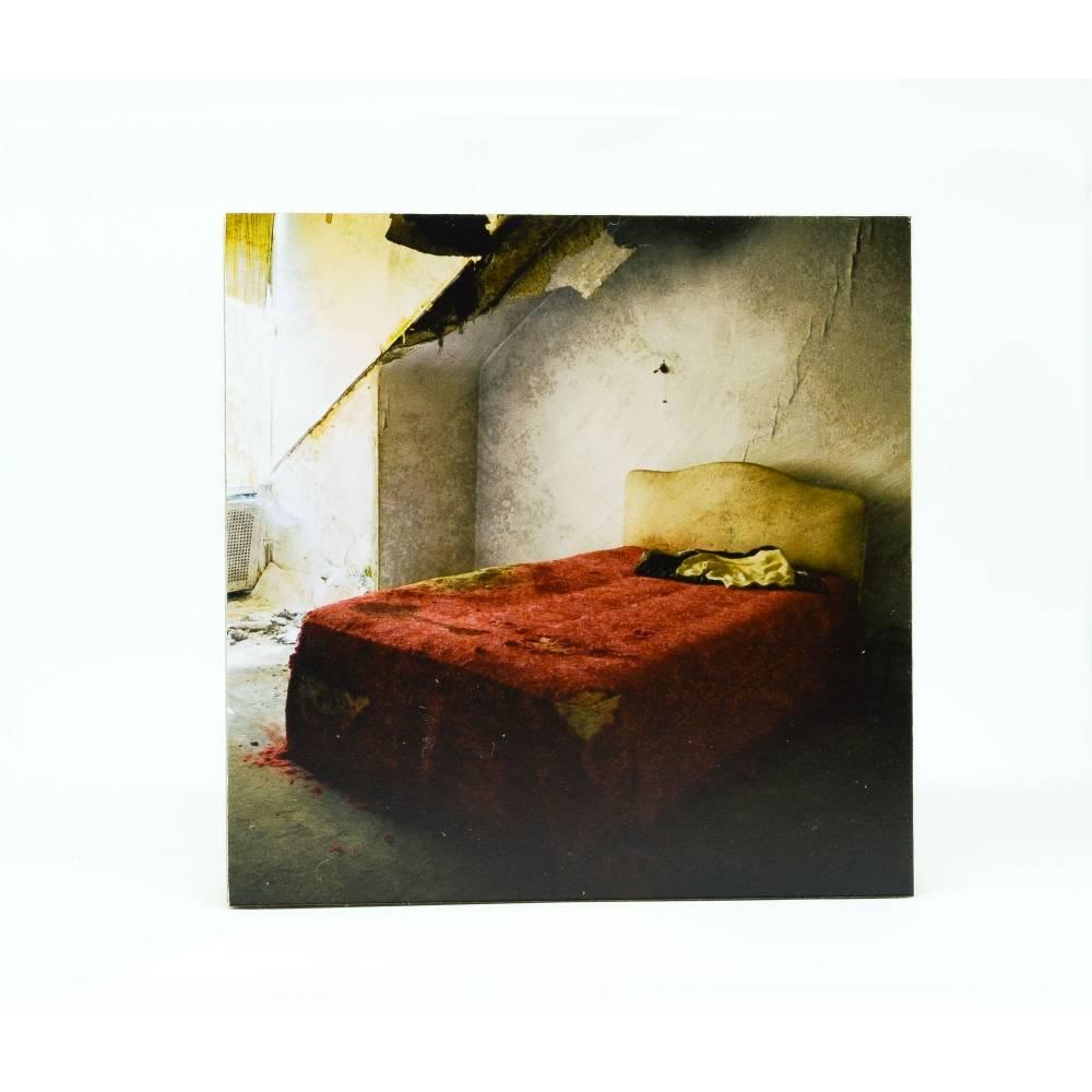 verfallenes Bett, altes Haus, Holzbild, Lost Place, marode, Foto auf Holz, im Quadrat, 10 x 10 cm Bild 1