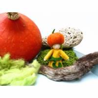Blumenkind Kürbis, Jahreszeitentisch Herbst, Filz-Püppchen, Deko-Figur, Jahreszeiten-Dekoration Bild 1