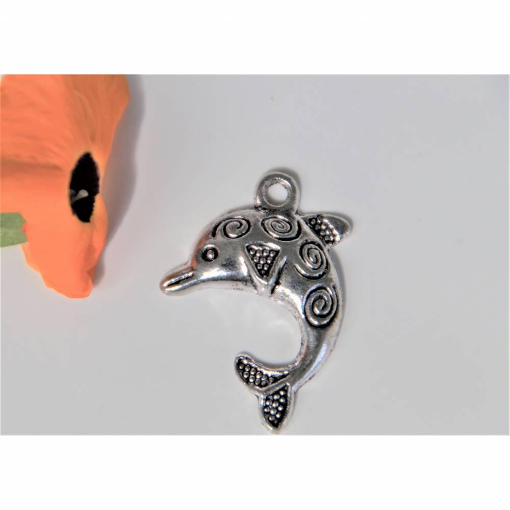 1 Delfin 30 x 22 mm  silberfarben  Für  Charms, Ohrringe oder Ketten.  Bild 1