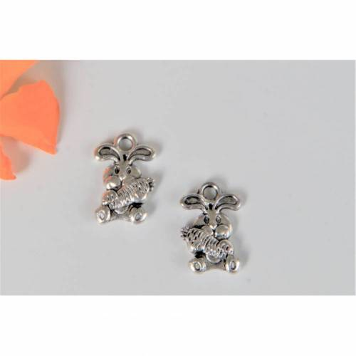 1 Anhänger kleiner Hase mit Möhre ca. 14 x 10 mm  silberfarben  Für  Charms, Ohrringe oder Ketten. Osterhase