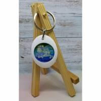 Weißer Schlüsselanhänger mit magnetischem Einkaufswagenchip und farbigem Spruch-Motiv Bild 1