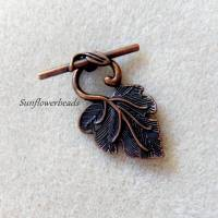 großer Knebelverschluss kupferfarben in Form eines Weinblattes Bild 1