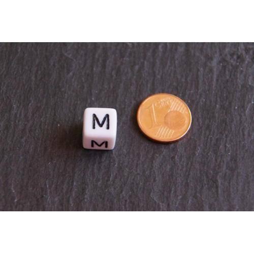 1 Buchstabe M 10 x 10 mm Buchstabenperlen weiß / schwarz  Würfel