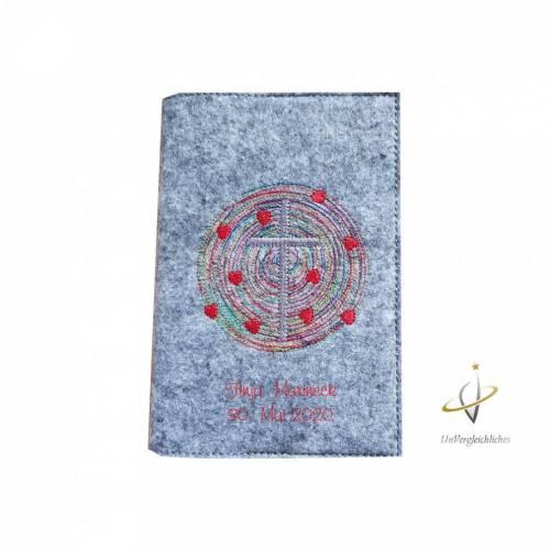 Fillzhülle für das Gotteslob Gotteslobhülle Namensbestickung Kreis mit Herzen und Kreuz  Einband Umschlag Gebetbuch