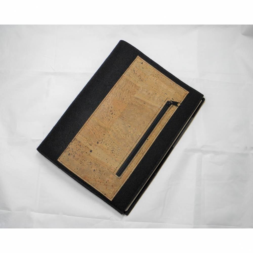 Edle Schreibmappe DIN A4, aus Wollfilz und Korkstoff, mit Reißverschluss vorne, incl. Schreibblock, von Dieda Bild 1