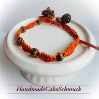 geknüpftes Makrame/Makramee Armband in ocker/braun mit bronzefarbenen Perlen Bild 1