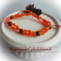 geknüpftes Makrame/Makramee Armband in orange mit bronzefarbenen Perlen Bild 1