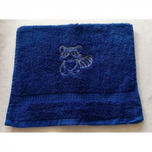 kuschelweiches Handtuch bestickt mit kleinen Tieren, Blickfang für jedes Bad, Baumwolle,blau mit einem kleinen Waschbären