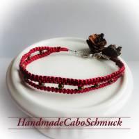 geknüpftes Makrame/Makramee Armband in dunkelrot, weinrot mit bronzefarbenen Perlen und Karabiner Verschluss Bild 1