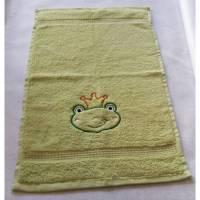 kuschelweiches Handtuch bestickt mit kleinen Tieren, Blickfang für jedes Bad, Baumwolle,grün mit einem Frosch Bild 1
