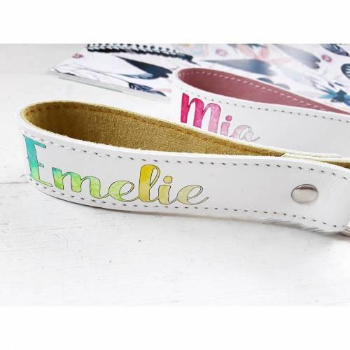 Schlüsselanhänger aus Leder mit Namen oder Wunschtext handcoloriert im Watercolor Style