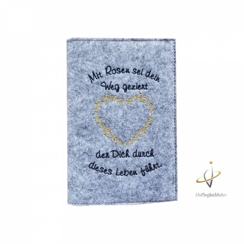 Fillzhülle für das Gotteslob Gotteslobhülle Namensbestickung Taube Kreuz Flamme Einband Umschlag Gebetbuch Bild 1