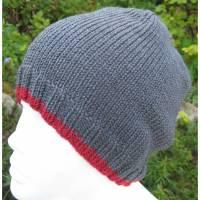 Männermütze - Beaniemütze - zum Laufen-Walken-Wandern - Grau mit rotem Rand -  Doris_strickt  Bild 1