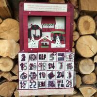 Beleuchtbarer Adventskalender zum Selbstbefüllen mit 3-D-Weihnachtsmarkt-Motiv Bild 1