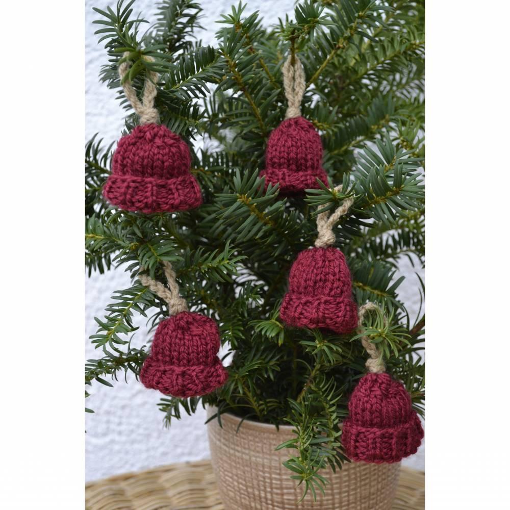 Anhänger Geschenkanhänger Christbaumanhänger Deko Herbst Weihnachten Advent Mütze 5teilig rot braun gestrickt und gehäkelt  Bild 1