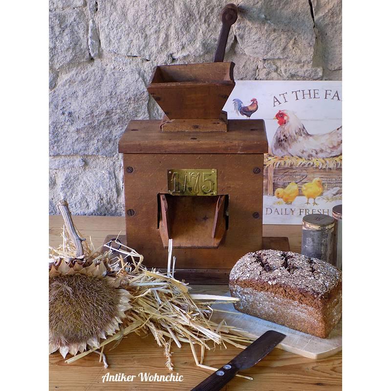 antike Getreidemühle, Mühle aus Holz, Shabby  Bild 1