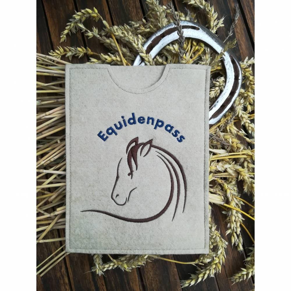 """Equidenpasshülle Pferde """"Brauner"""" beige blau Bild 1"""