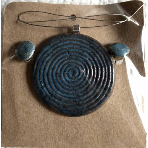 Keramik-Set: Kette mit taubenblauem Anhänger plus Ohrstecker (Kreise)