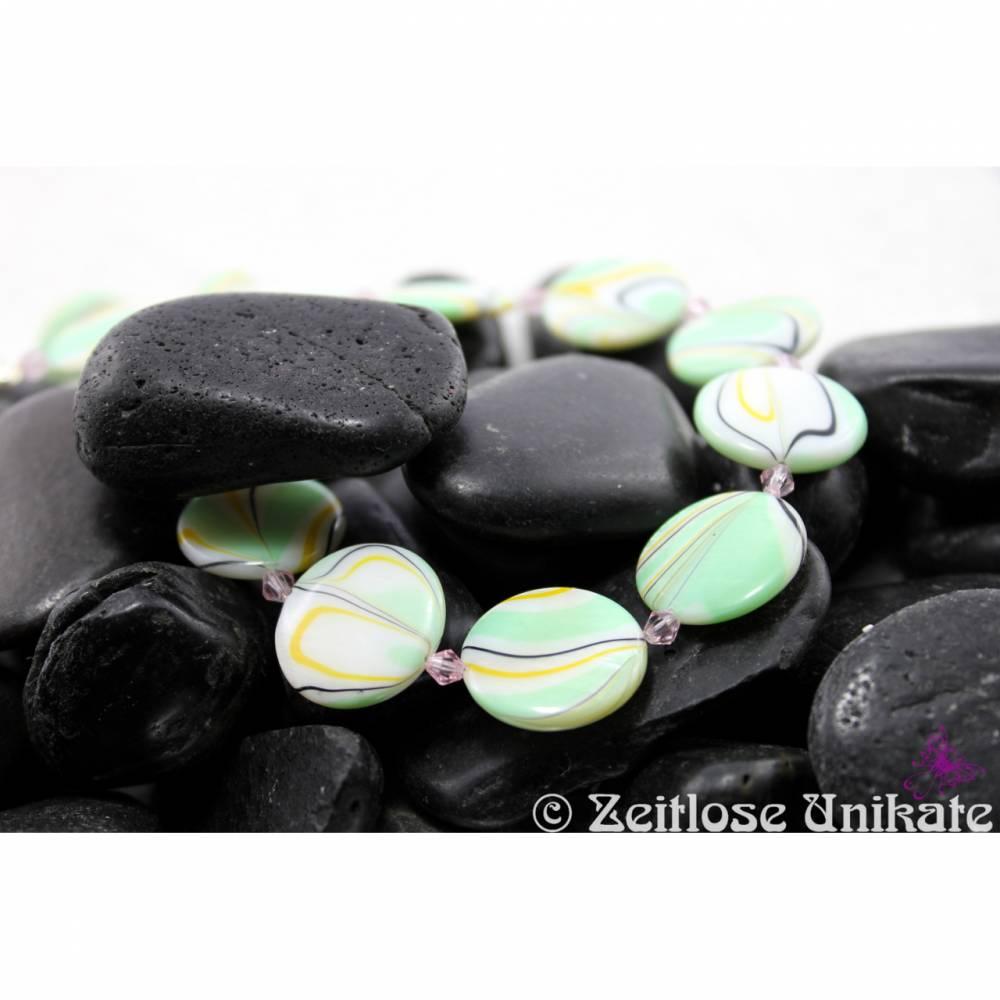 Schmuckset: Collier und Ohrringe in grün weiß und etwas schwarz - ReTRo - 70iger Bild 1
