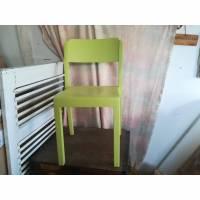 klassischer Küchenstuhl in blattgrün Bild 1