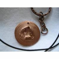 Kettenanhänger Schlüsselanhänger aus Bronze mit eingeprägtem Pferdekopf Bild 1