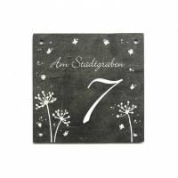 Hausnummer Schiefertafel florales Motiv + Schmetterlinge in weiß mit Straßenname und Wunschzahl handbemalt individuell personalisierbar Bild 1