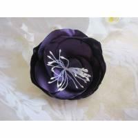 """Lila Stoffbrosche Stoffblume Violett Satin Brosche Klammer Haarklammer Blume """"Théa"""" Taufe Hochzeit Abschlussball Weihnachten Jubiläum Bild 1"""