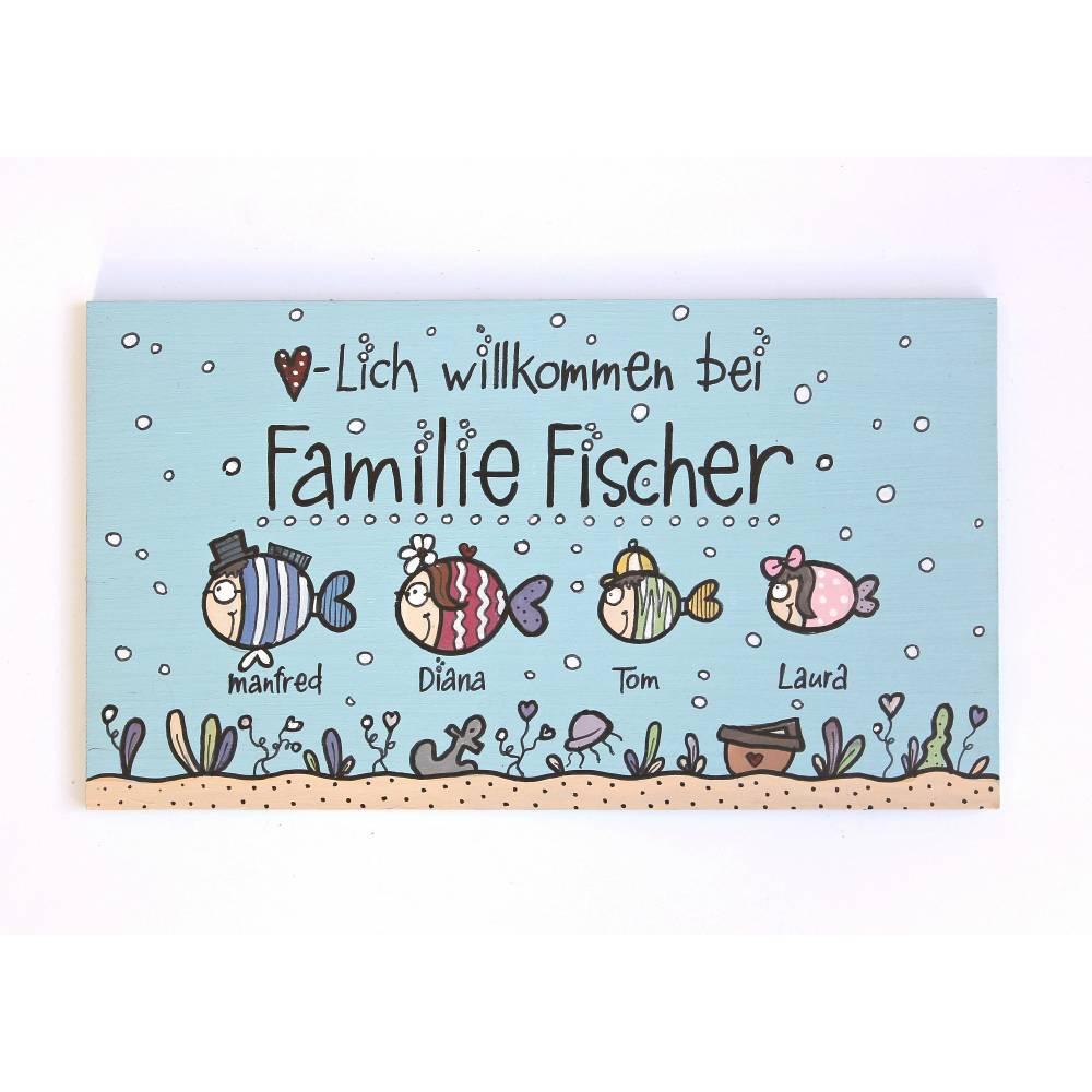 personalisiertes Türschild Familie Holzschild maritim Fischfamilie von Hand bemalt Familienschild individuell Bild 1